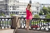 Young beautiful woman in red short dress posing outdoors in sunn — Fotografia Stock