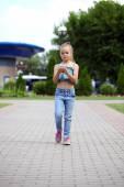 School girl calling by phone — Stockfoto