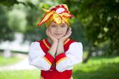 Little girl is dressed in the Russian national dress in summer p — Stockfoto