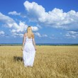 Full-length portrait of a beautiful young girl in a white dress — Stockfoto #79625760