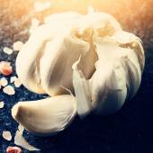 Garlic bulb and clove — Stock Photo