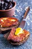 Rye bread with fried halloumi cheese — Stock Photo