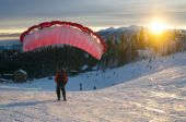 Speed flying in winter mountains — Stock Photo