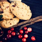 Cowberries with cookies and vanilla sticks — Stock Photo