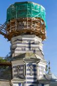 Dome of the church in scaffolding round shape — Stock Photo