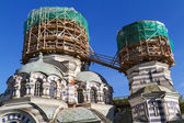 Two domes of the Church in scaffolding round shape — Stock Photo