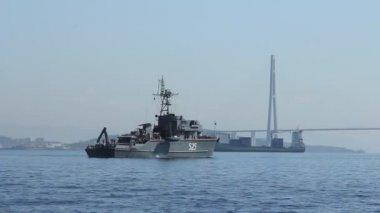 Ship near the concrete bridge — Stock Video