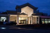 Entrance to garden inn hotel — Stock Photo