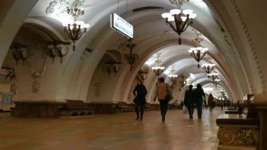 Moscow underground and passengers — Stock Video
