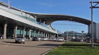 Driving thru Sheremetyevo airport. Terminal D — Стоковое видео