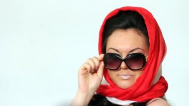 Woman posing in Sophie Loren style. — Stock Video