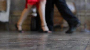 Defocused dancers feet — Stock Video