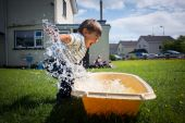 Boy playing with water — Stock Photo