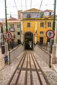 LISBON, PORTUGAL - APRIL 1, 2013: Famous Bica funicular (Elevador da Bica) on October 26, 2013 in Lisbon, Portugal — Stock Photo