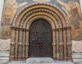 Main gate entrance into the Cathedral of the Assumption in the Kremlin. Highly decorated arches circled by paintings. — Stock Photo