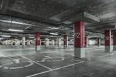 Lege parkeergarage — Stockfoto