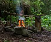 Cooking on campfire — Stock Photo