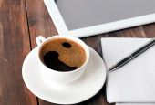 Tablet, paper notebook and coffee on the table — Stock Photo