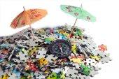 Umbrella in beach puzzle — Stock fotografie