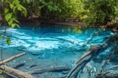 Smaragdové jezírko & modrý bazén — Stock fotografie