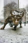 NEW YORK CITY - January 21: The landmark Charging Bull in Lower  — Stock Photo