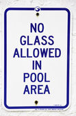 "Sign: "" No glass allowed in pool area"" — Foto de Stock"