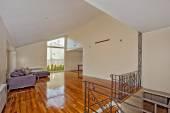 Living room with beautiful hardwood floors — Stock Photo
