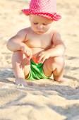 Baby op het strand — Stockfoto
