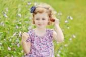 Girl in field — Stock Photo