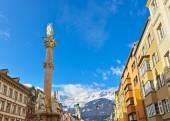 Vår fru statyn på gamla stan i innsbruck österrike — Stockfoto