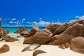 Praia tropical em seychelles — Foto Stock