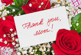Roses bouquet and card for Mother — Stock Photo