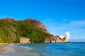 Tropical beach Source D'Argent at Seychelles — Stock Photo