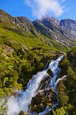 Briksdal 氷河 - ノルウェーの近くの滝 — ストック写真