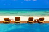 Loungers and pool on Maldives beach — Stock Photo