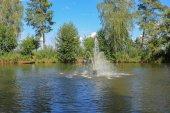 Lake and fountain — Stock Photo