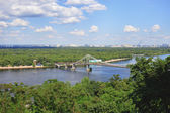 Kiev, View of the Dnieper and footbridge — Stock Photo