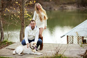 Pareja con perro — Foto de Stock