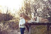 пара с собакой — Стоковое фото