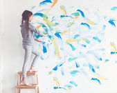 Child painting wall — Stock Photo
