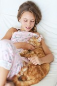 Child and a pet — Stock Photo