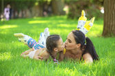 Rollerskaters mom and child — Stock Photo