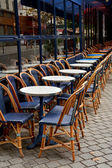 Street Cafe with empty tables and chairs on street in Paris, Fra — Stock Photo