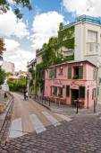 La Maison Rose, a famous cafe restaurent of Montmartre, all painted in pink on August 21, 2014 in Paris, France. — Stock Photo