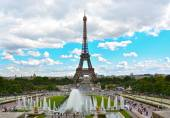 Eiffel Tower and fountains of Trocadero, Paris, France — Stock Photo
