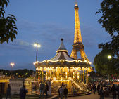 PARIS Vintage merry-go-round at night with the illuminated Eiffel Tower — Stock Photo