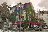 Typical cafe in quarter Marais on August 21, 2014 in Paris, France — Stock Photo