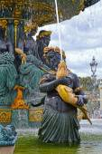 Fontaines de la Concorde on Place Concorde in Paris, France. Fountain of River Commerce and Navigation on the Champs Elysees in Paris, France. — Stock Photo