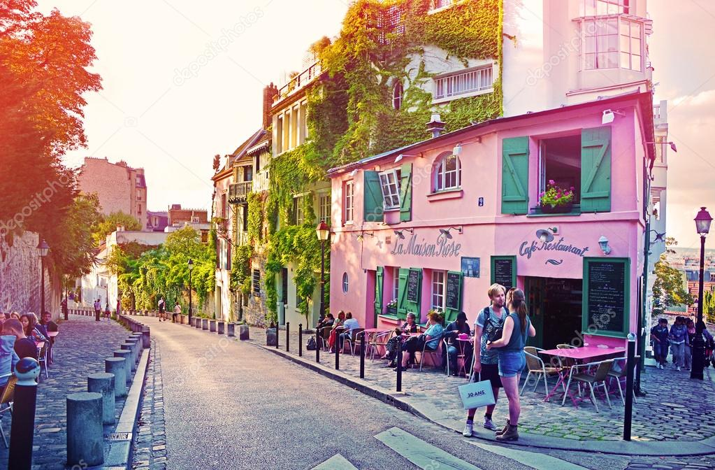 La maison rose a famous cafe restaurent of montmartre at for La maison rose lourmarin
