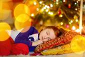 Girl sleeping under Christmas tree — Stock Photo